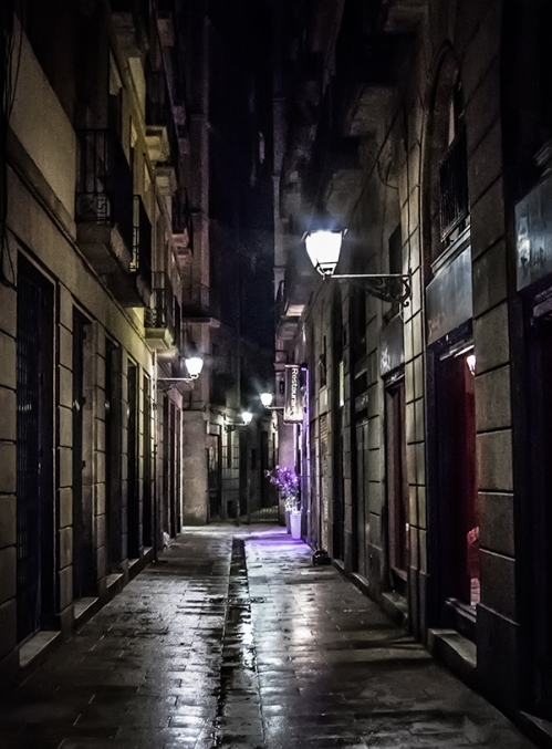 do thi_Barcelona night alley (Chris Jones)
